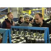 Спортсмены ХК «Динамо-Минск» посетили Минский тракторный завод